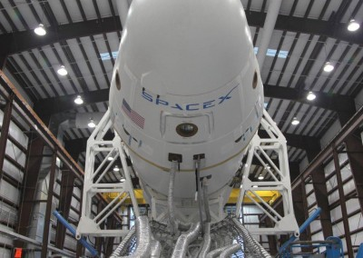 dragon_spacecraft_in_the_hangar_at_cape_canaveral_12-10_credit_spacex_0